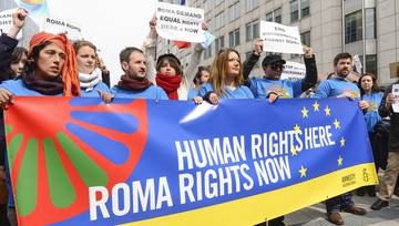 csm_Flash_Mob_Amnesty_International_Roma_Rights_Now__c__European_Union_2013_-_EP_680_f8572f8d47